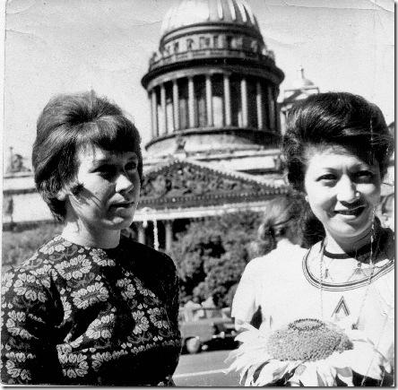 Фото 8. Ксения Александровна и Касуми у Исакия.Из архива Петровой К.А