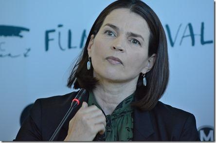 Джулия Ормонд на пресс-конференции