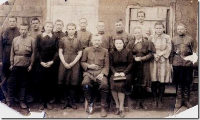 Мамин класс в 1944 году (маме 14 лет)