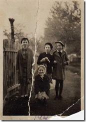 Вера Анисимова, Ксеня Сорокина, Люда Вахмянина и сижу я, Наташа Николаева
